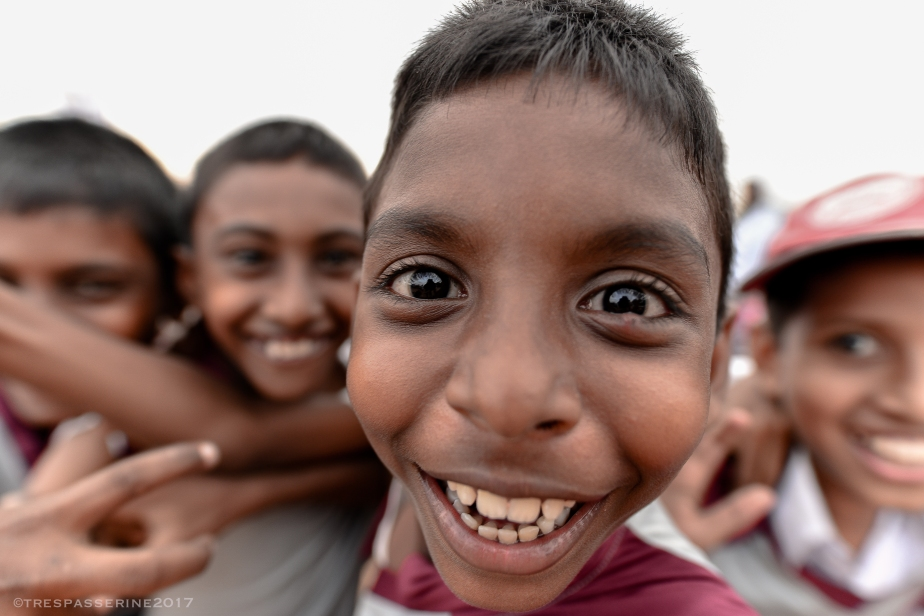 Sri Lankan Children Descend on the Coast